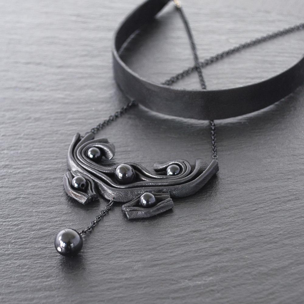 RAVEN-black-necklace-2